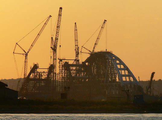 Через Крымский мост запретили провозить оружие, вирусы и взрывчатку - Логистика