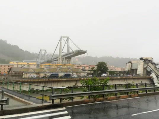 МВД Италии подтвердило гибель 11 человек в результате обрушения моста близ Генуи