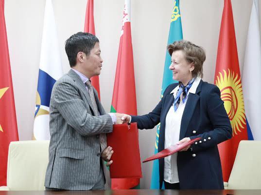 Вероника Никишина встретилась с министром промышленности и торговли Вьетнама Чан Туан Анем