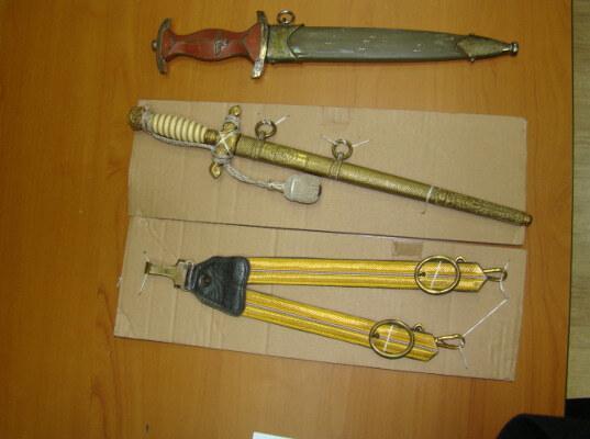 В автомобиле на российско-польском участке границы обнаружены предметы холодного оружия - Криминал