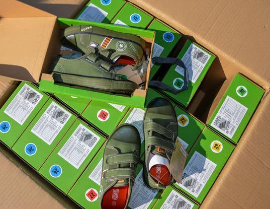 Более тысячи пар контрафактной обуви с товарным знаком CONVERSE  задержала Владивостокская таможня - Криминал