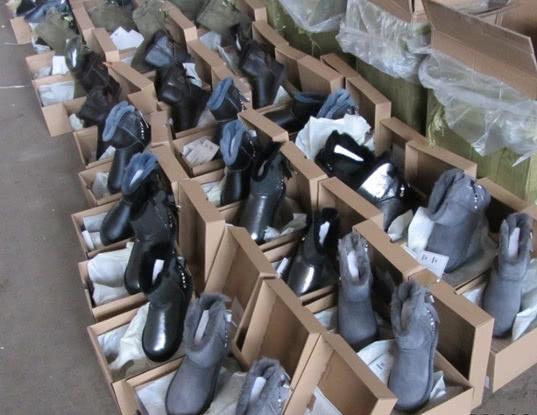 Саратовская таможня: изъято более 5 тысяч единиц контрафактной обуви - Криминал