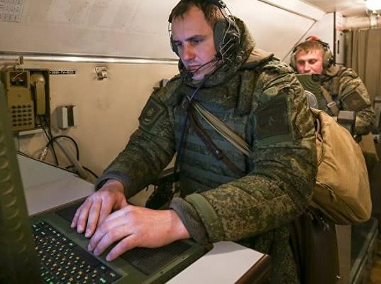 Российским офицерам выдали телефоны стоимостью 115 тысяч рублей, пишут СМИ