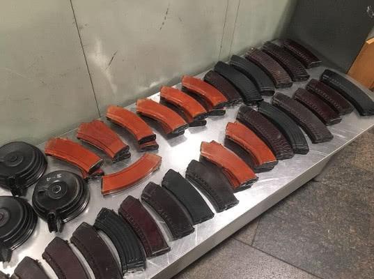 Шереметьевской таможней пресечена крупная контрабанда частей оружия - Криминал