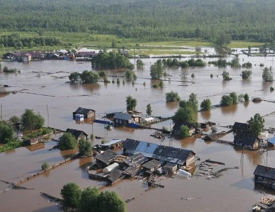 В Иркутской области завели дело на главу района. Он использовал спецтехнику для расчистки своего участка после наводнения - Экономика и общество