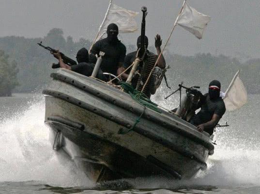 Мировое пиратство отступает - Логистика