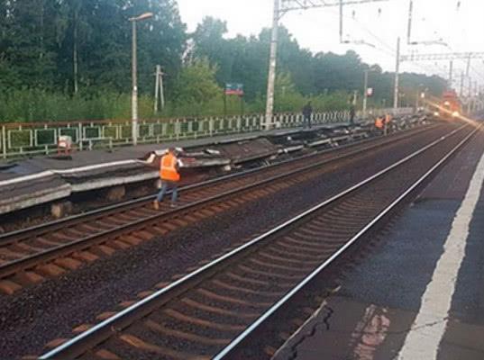 Под Москвой железнодорожная платформа развалилась на куски - Логистика