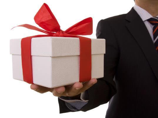 Официальный подарок по общим правилам