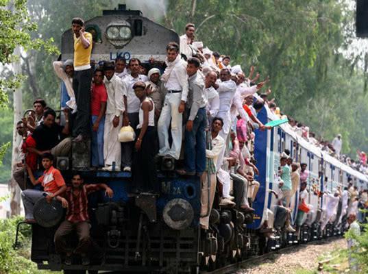 В Индии поезда защитят от вандалов шоколадом