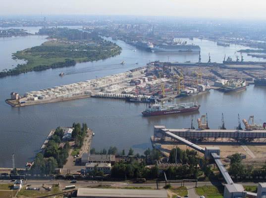 Губернатор заявил о планах переноса порта Петербурга в Бронку