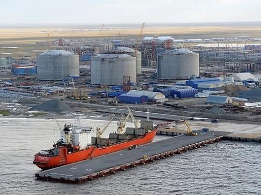 Оборудование на 2,4 млрд руб. для производства бензина завезли в РФ через порт Сабетта