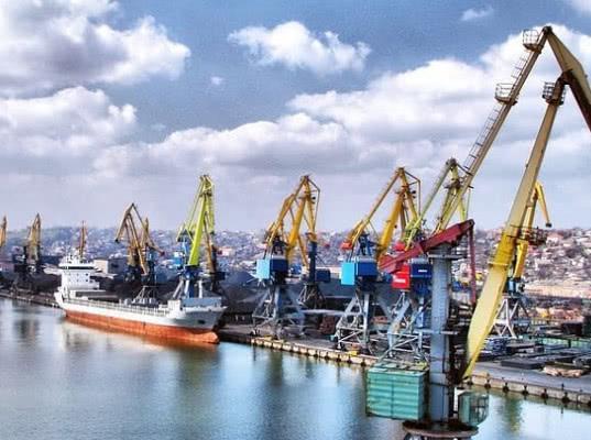 Судовладельцы РФ приостановили перевозки в Украину из-за санкций