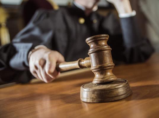 За получение 30 миллионов «под продажную таможню» приговорен петербургский адвокат. Его принудительно отлучат от юриспруденции