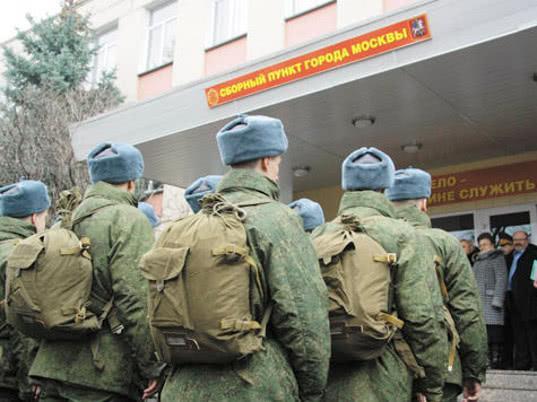 Госдума рассмотрит закон о явке призывников в военкоматы без повесток