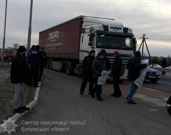 Протестующие против таможенных правил перекрыли дороги на границе Польши и Украины - Обзор прессы