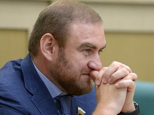 Рауфа Арашукова лишили полномочий сенатора