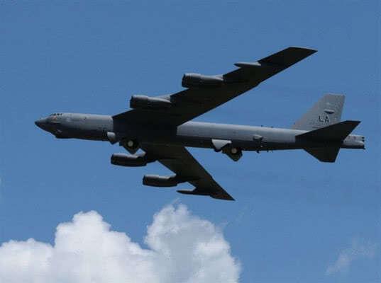 Перехваченный Су-27 вблизи Крыма B-52 аварийно сел из-за остановившихся двигателей