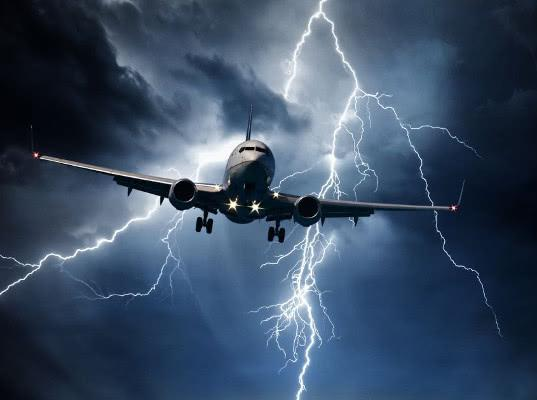 Самолет российской авиакомпании обошел грозовой фронт через Украину - Логистика