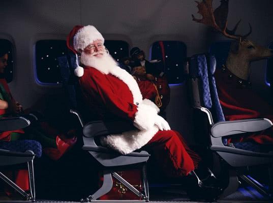 «Победа» бесплатно перевезла 385 Дедов Морозов и Снегурочек