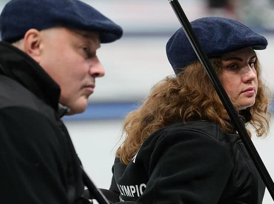 Российские керлингисты обыграли британцев в матче смешанного турнира на Паралимпиаде - Экономика и общество