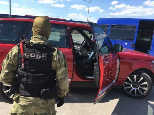 Сотрудники Южной оперативной таможни пресекли схему незаконного ввоза дорогостоящего автомобиля из Абхазии - Криминал