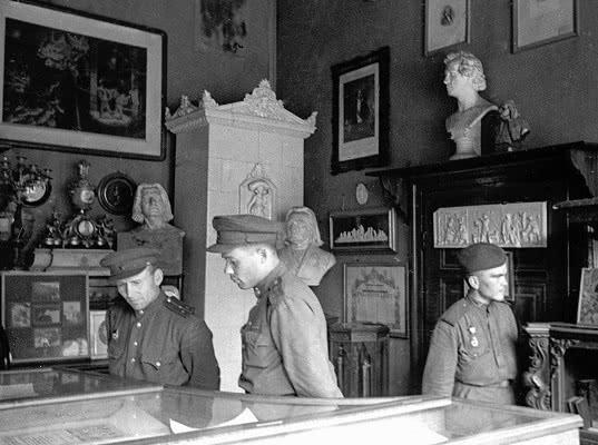 О новых попытках пересмотра итогов Второй мировой войны с помощью реституции - Обзор прессы