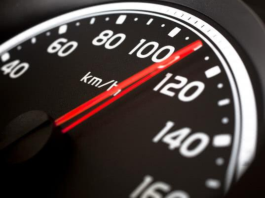 Volvo установит ограничение скорости на своих автомобилях