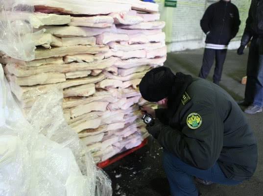 О недопущении ввоза в Псковскую область 20 тонн свиного шпика из Республики Беларусь - Криминал