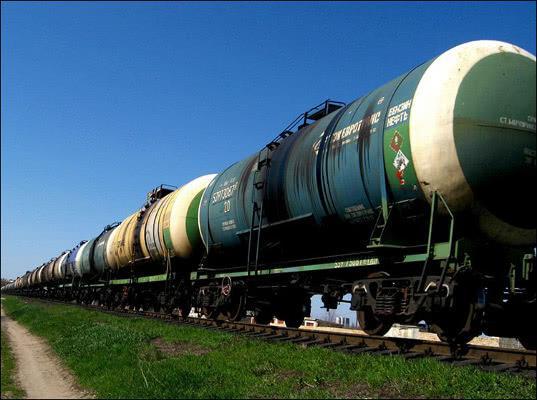 Казахстан ввел временный запрет на импорт российского бензина