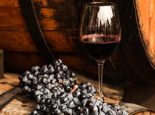 Омбудсмен Титов предложил ввести сбор на импортные вина