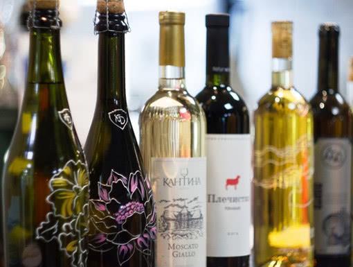 ФТС оценила объем импорта грузинского вина в Россию