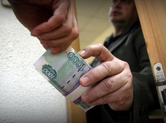 СК обвинил во взятках сотрудников отдела расследований таможенной службы