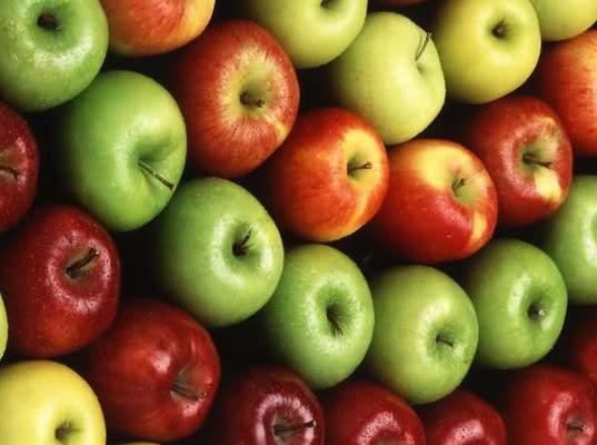 Псковская таможня обнаружила яблоки вместо сухофруктов и горошка