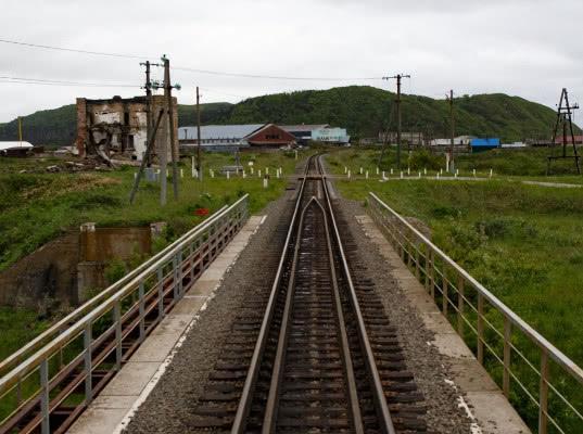 Движение пассажирских поездов по широкой колее началось на Сахалине