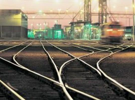 Укрзализныця прекратила операции с вагонами около 60 компаний РФ из санкционного списка