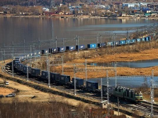 Перевозки контейнеров на Западно-Сибирской магистрали выросли на 14,8%