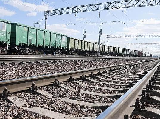 Кабмин поручил предусмотреть сохранение 8% экспортной надбавки к железнодорожному тарифу