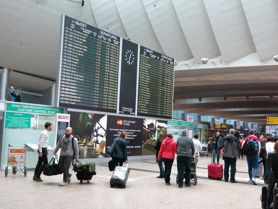 Пассажиров авиарейсов из Беларуси в российских аэропортах теперь встречают по новым правилам - Обзор прессы - TKS.RU