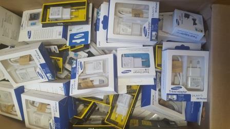 Почти 500 контрафактных комплектующих и аксессуаров к сотовым телефонам изъято из розничной торговли в Еврейской автономии