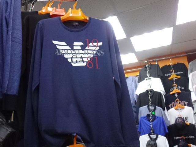 Одежду, маркированную товарными знаками известных брендов, продавали без разрешения правообладателя