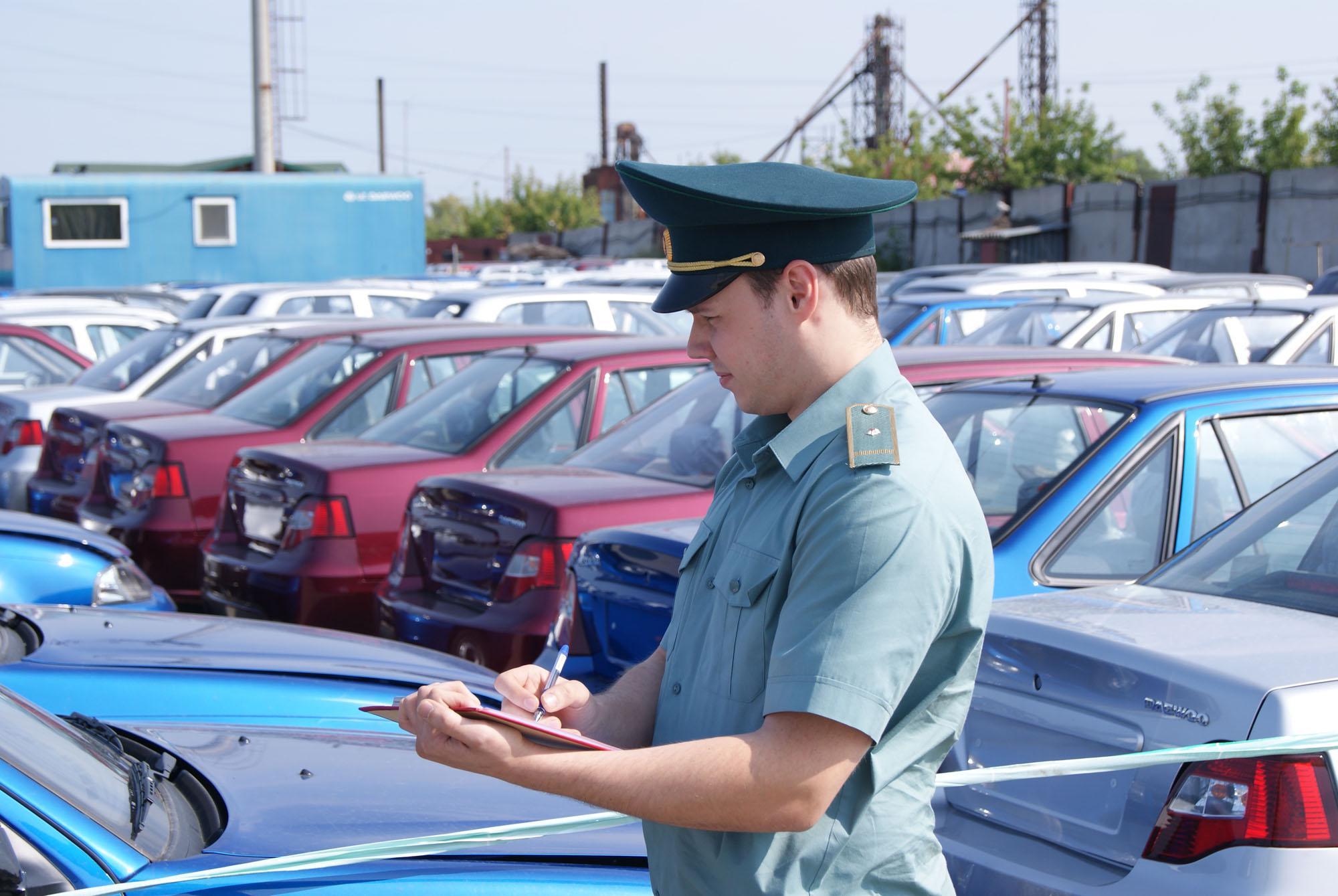 Брянской таможней возбуждено 22 дела об АП, связанных с невывозом автомобилей