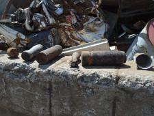 Таможенники Севастополя на причале нашли 6 боеприпасов