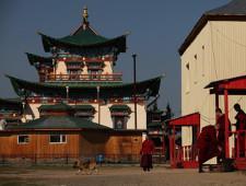 Бурятская таможня передаст обращенные в федеральную собственность товары в Буддийский университет