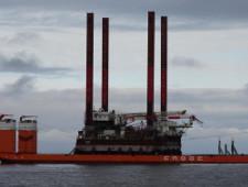 Буровая установка «Амазон» завершила таможенный транзит в Сабетте