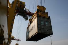 Перевалка контейнеров в портах РФ в январе 2016 г. сократилась на 10,3%, до 295,7 тыс. - Логистика - TKS.RU