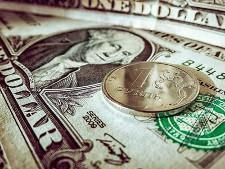 Сбербанк заявил о резком притоке денег в Россию из-за опасения санкций - Экономика и общество