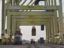 Большой порт Петербург по итогам I полугодия лидирует по контейнерообороту среди портов РФ - Логистика