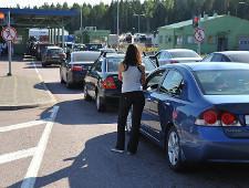 На Брусничном скопилась полуторачасовая пробка на въезд в Россию