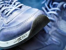 Тридцать пар кроссовок пыталась ввезти из Китая россиянка под видом товаров для личного пользования - Кримимнал - TKS.RU