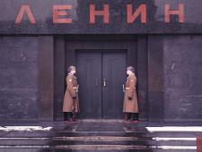 ВЦИОМ: две трети россиян выступают за захоронение Ленина - Экономика и общество - TKS.RU